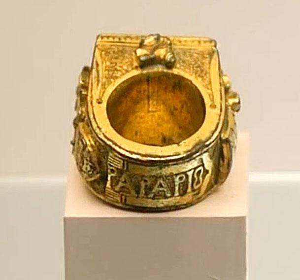 Prsten s natpisom papa Pius